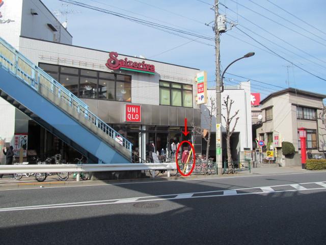 セブンイレブン桜小前店開店前日ユニクロ前のスタッフ