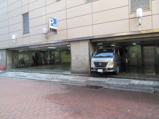 東急プラザ渋谷閉館日朝の搬入口と立体駐車場入口