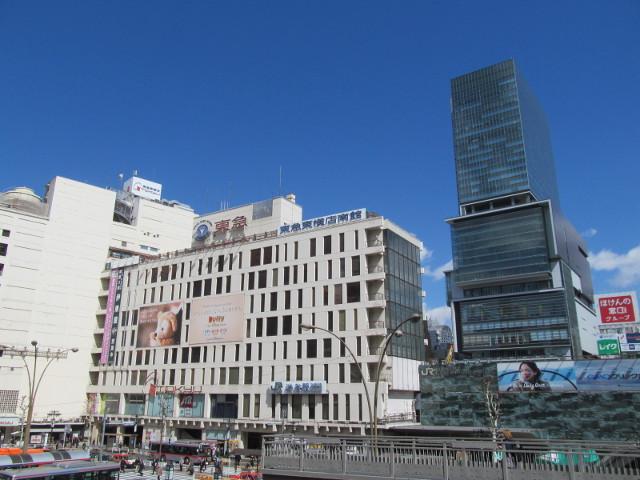 快晴の空と東急東横店南館とヒカリエ2015311