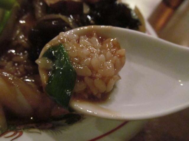 タイガー軒世田谷上町店の豚五目塩かけごはんのごはんとニラ
