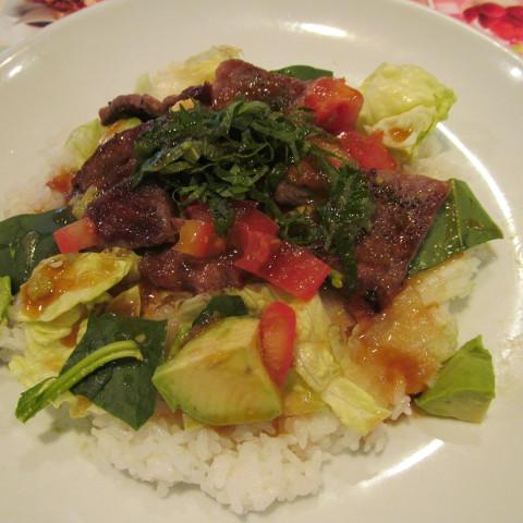 ガストステーキとアボカドのサラダごはんサムネイル2