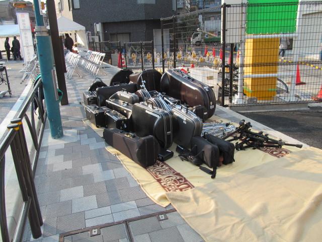 補助154号線開通当日朝に大量の楽器類
