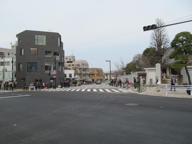 開通した補助154号線を駒沢公園通りから見る