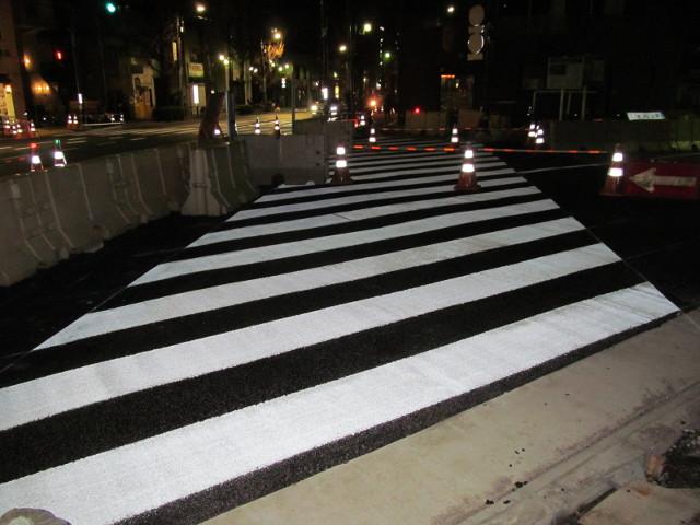 補助154号線に横断歩道ができています