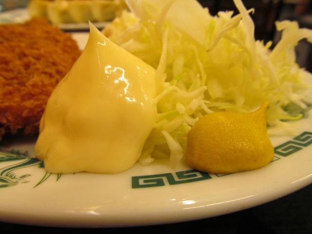日高屋イワシフライ餃子セットのマヨネーズとからし