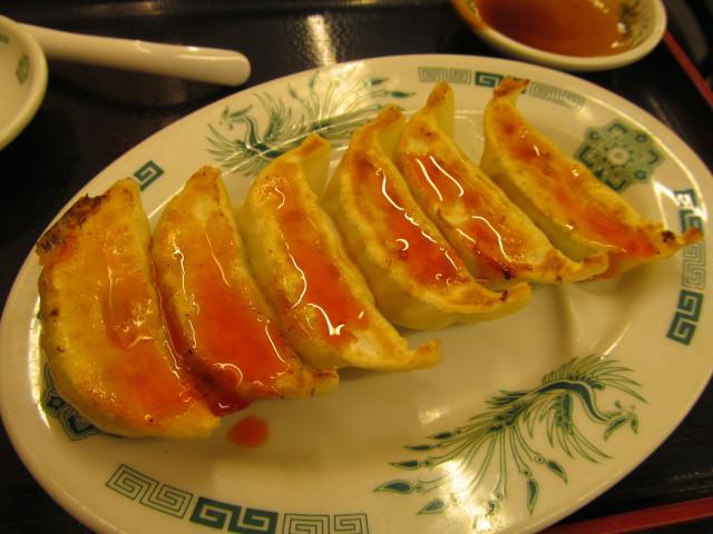 日高屋イワシフライ餃子セットの餃子にラー油