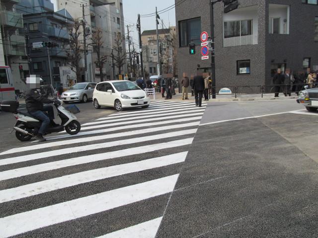 世田谷駅前交差点から初めて入っていくクルマ