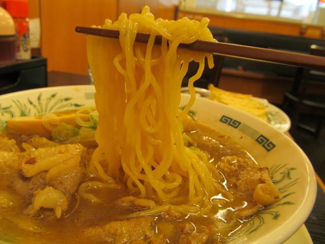 日高屋肉そばの麺