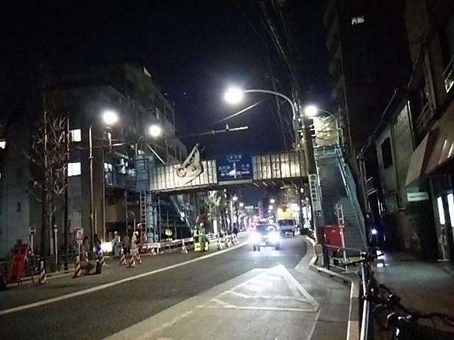 常盤歩道橋高さ制限の垂れ幕がまさに撤去される瞬間