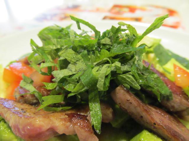 ガストステーキとアボカドのサラダごはんの青紫蘇