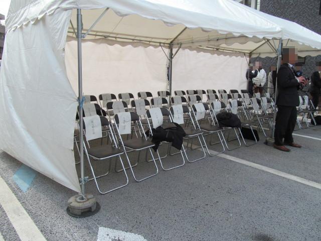 補助第154号線の開通を祝う会来賓たちが席を立ったテント