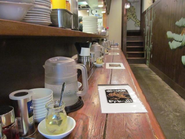 タイガー軒世田谷上町店カウンターに置かれた3代目夜メニュー