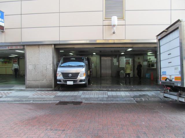 東急プラザ渋谷閉館日朝の業務用搬入口
