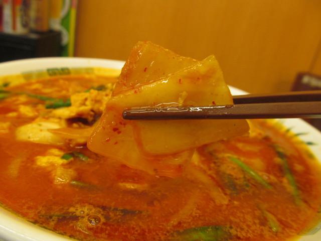 日高屋チゲ味噌ラーメンの白菜