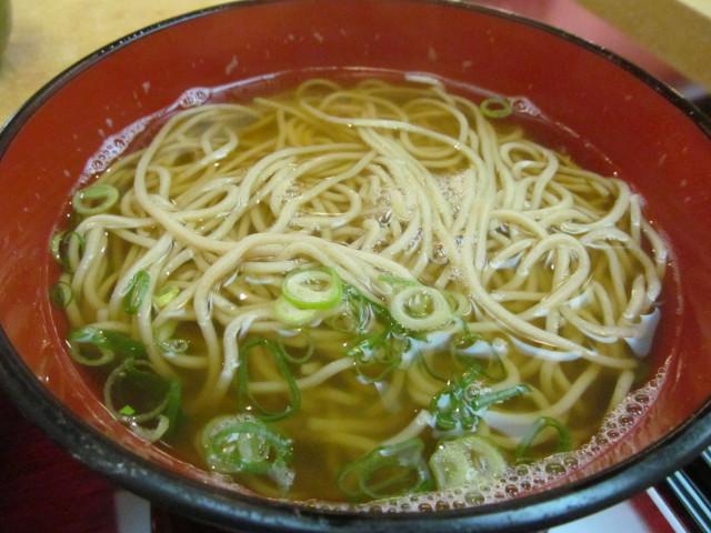 東急プラザ渋谷B2家族亭の親子丼セットの蕎麦大盛