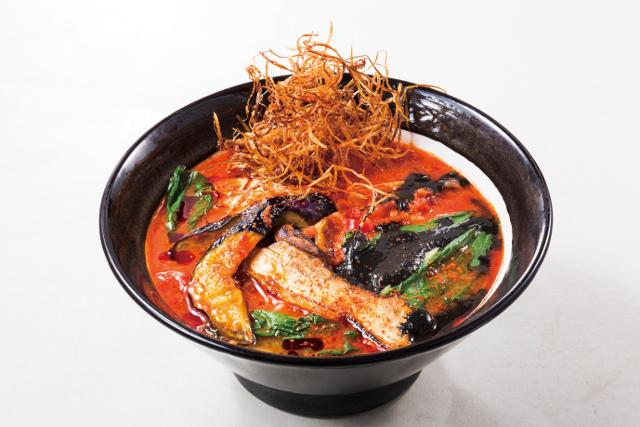イカ墨ブラックアラビアータトマト麺