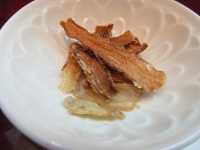 東急プラザ渋谷B2家族亭の親子丼セットのごぼうチップス