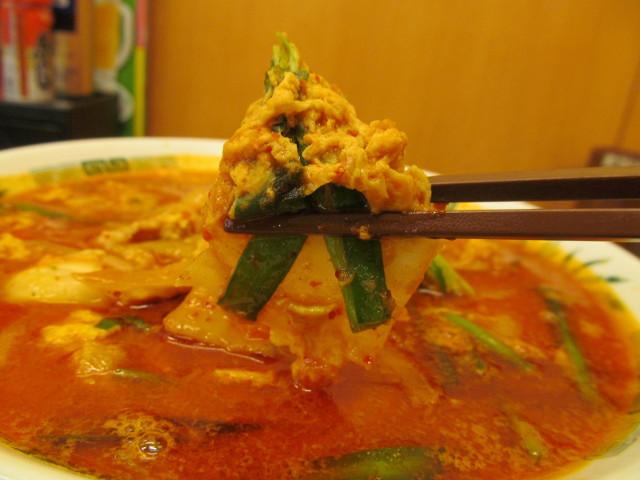 日高屋チゲ味噌ラーメンの白菜ニラ玉子