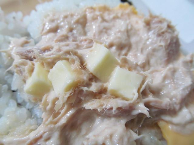 サンドおむすびツナチーズのブロックチーズ