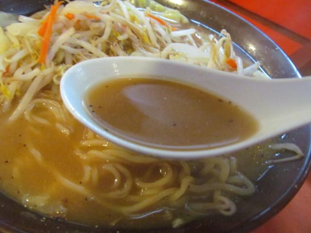 中華つけ麺大王国際通り店みそラーメンのスープ