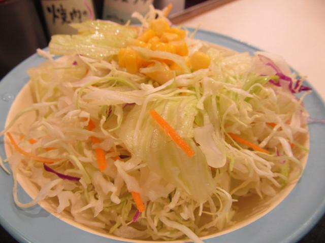松屋ネギだく塩ダレ豚とろろ定食の野菜サラダ