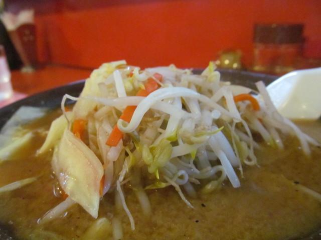 中華つけ麺大王国際通り店みそラーメンの茹で野菜