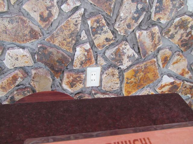 KARIYUSHICOFFEESTAND壁のコンセント