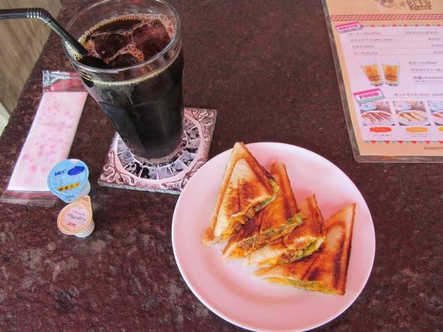 KARIYUSHICOFFEESTANDホットサンドタコスとアイスコーヒーL