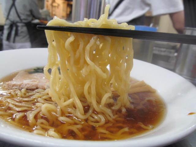 船橋らーめん亭の280円らーめんの麺