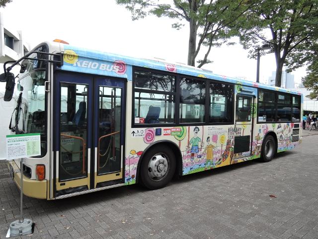 バスフェスタ2014コンテスト受賞デザインのラッピングバス