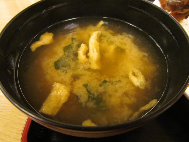 松屋夏野菜チーズトマトカレー大盛のみそ汁