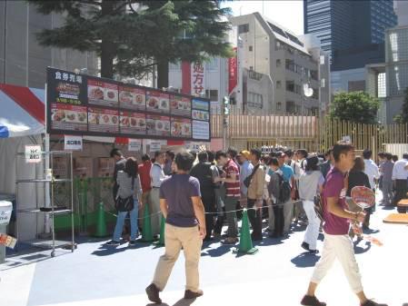 激辛グルメ祭り2014食券売り場にも行列