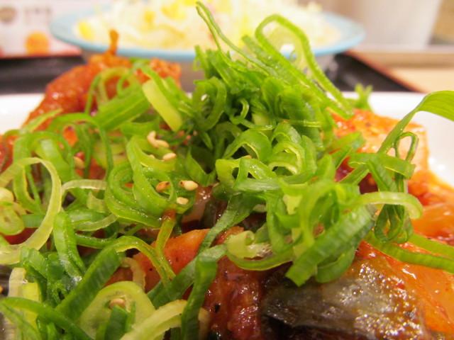 松屋鶏の甘辛味噌炒め定食のネギ