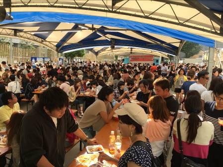 激辛グルメ祭り2014賑わう客席の様子1
