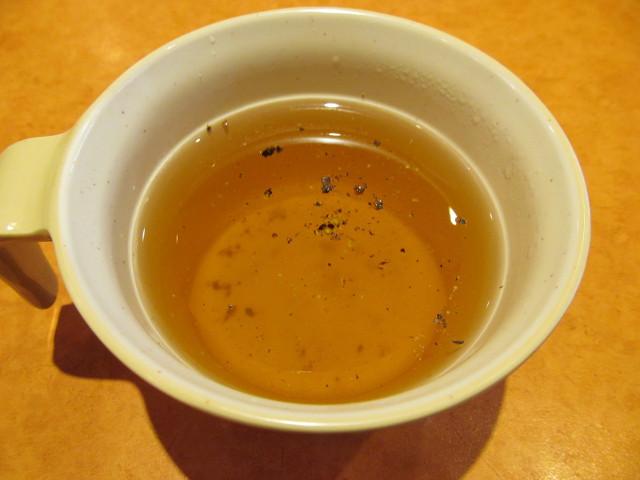 サイゼリヤのスープにオリーブオイルを入れてみる