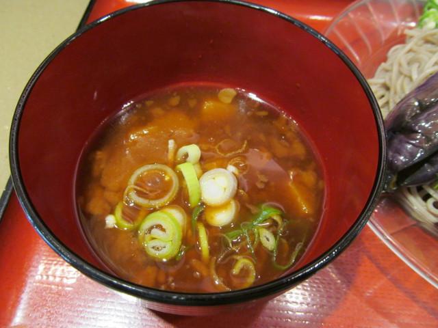 富士そば冷し夏野菜カレーつけ蕎麦のカレーつけ汁