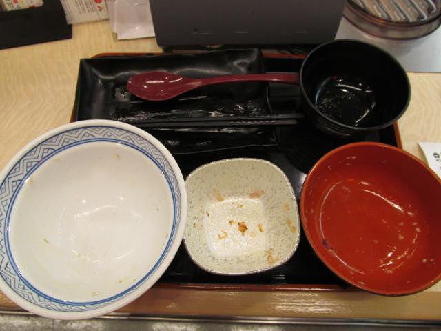 吉野家麦とろ鰻皿御膳ご飯大盛を完食完飲