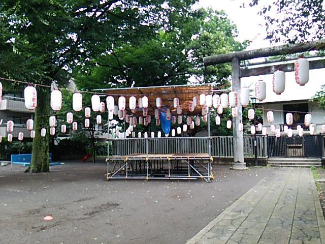 ホタル祭りとサギ草市2015前日朝の天祖神社に組まれた櫓