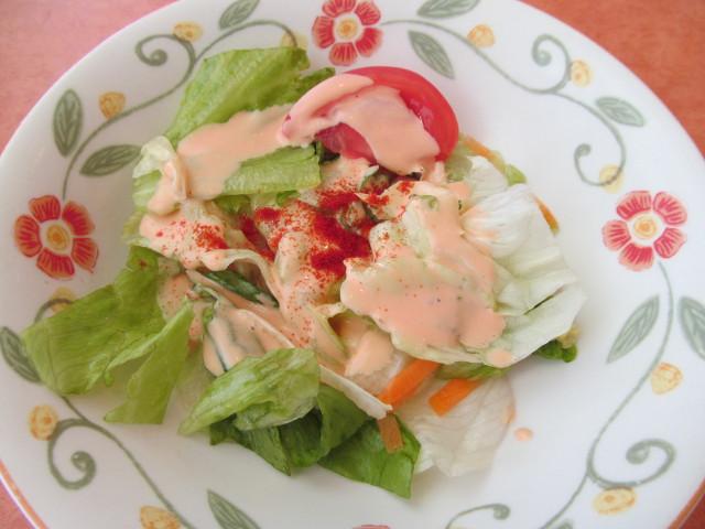 サイゼリヤ鶏肉のオーブン焼きのサラダ