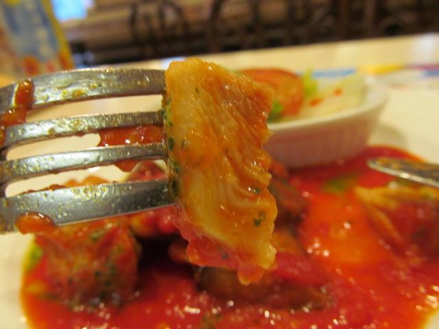 ガストチキンとなすのトマト煮ランチのチキン断面
