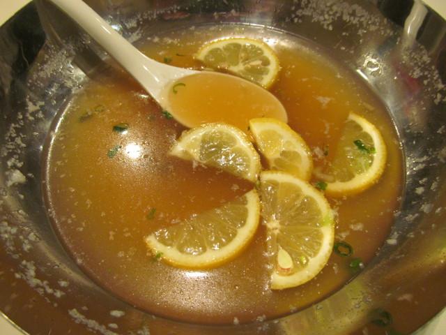 最後にスープとレモンが残る