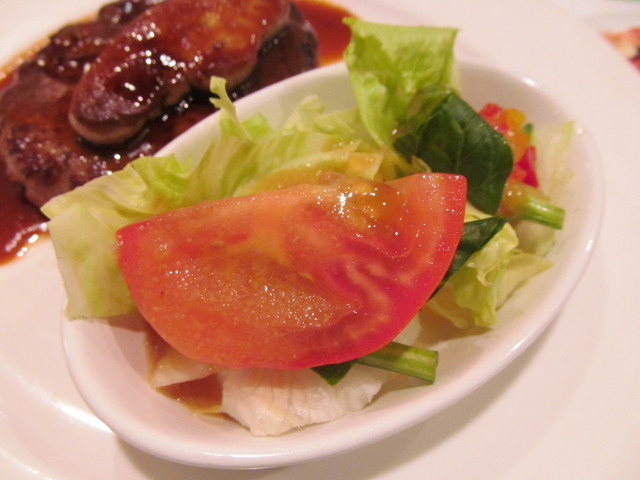 ガストフレンチフォアグラハンバーグのミニサラダ