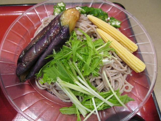 富士そば冷し夏野菜カレーつけ蕎麦の夏野菜蕎麦