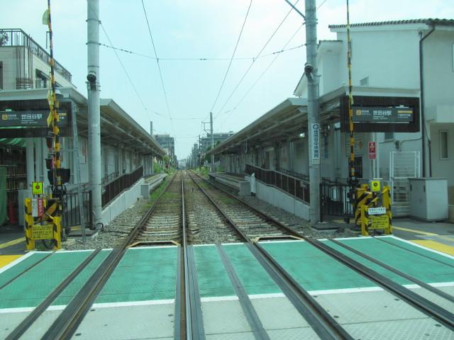 世田谷駅を通過する等13系統等々力発一番バス