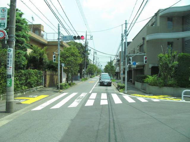 駒留通りを通過する等13系統等々力発一番バス