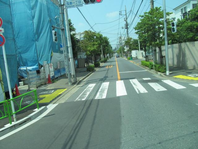 駒留通りを通過する等13系統一番バス