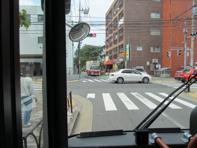 梅ヶ丘から補助154号線へ左折する等13二番バス