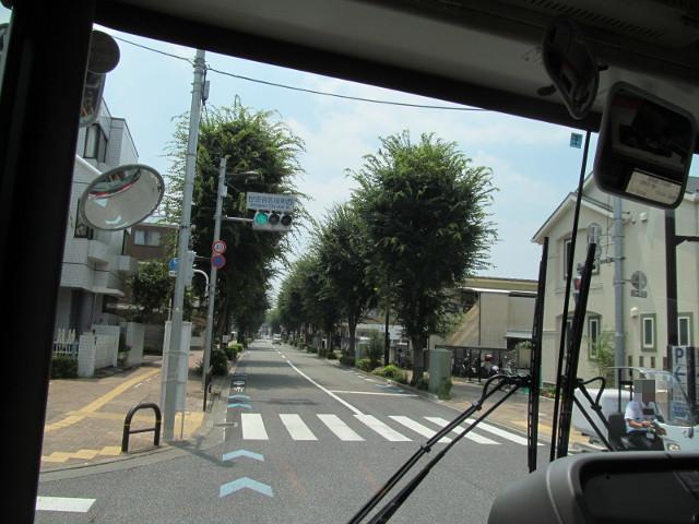 世田谷区役所西を左折する等13二番バス
