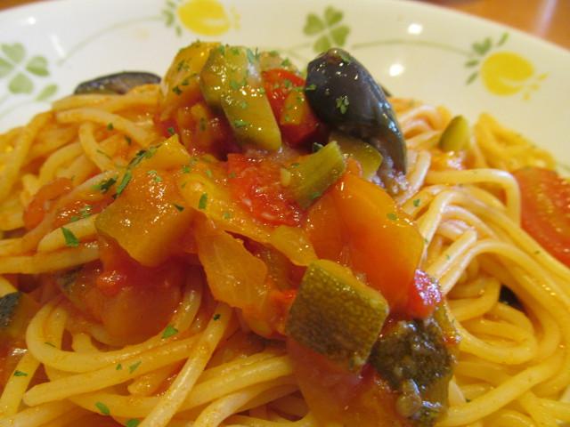 サイゼリヤ彩り野菜のトマトソーススパゲッティの野菜たち