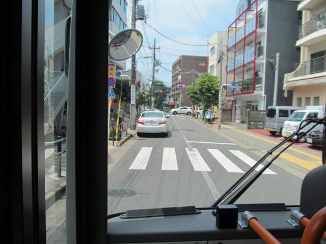 梅ヶ丘駅から補助154号線へ向かう等13二番バス